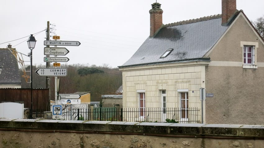 signs pointing to saint-martin-le-beau in the Loire Valley