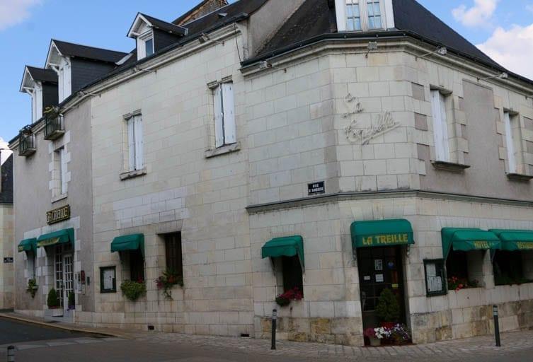 Historic hotel in Saint-Martin-le-Beau