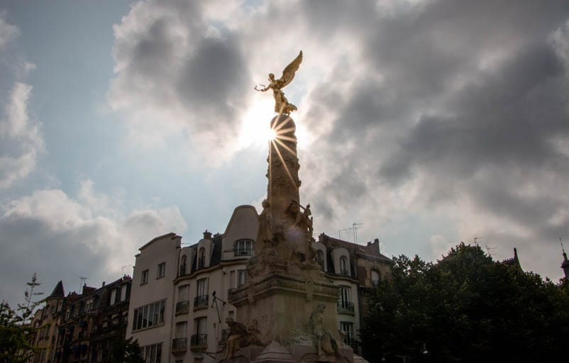 A statue with the afternoon sun on a day trip to Reims