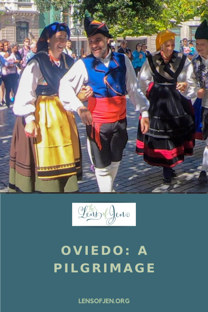 A pin with dancers in Oviedo on the Camino del Norte