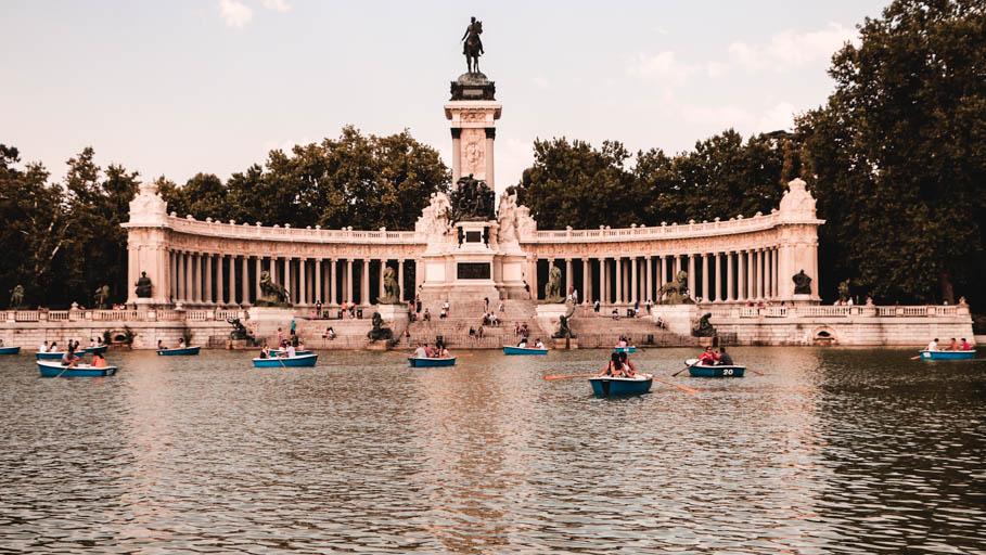 Where Hemingway's Robert Jordan dreams of rowing Maria in the lake at El Retiro park in Madrid